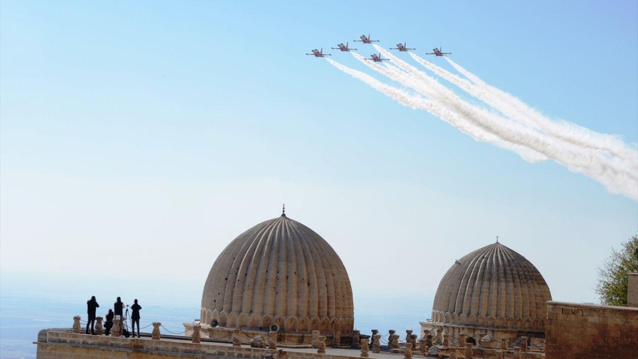Türk Yıldızları Mardin semalarında gösteri uçuşu yaptı - Sayfa 1