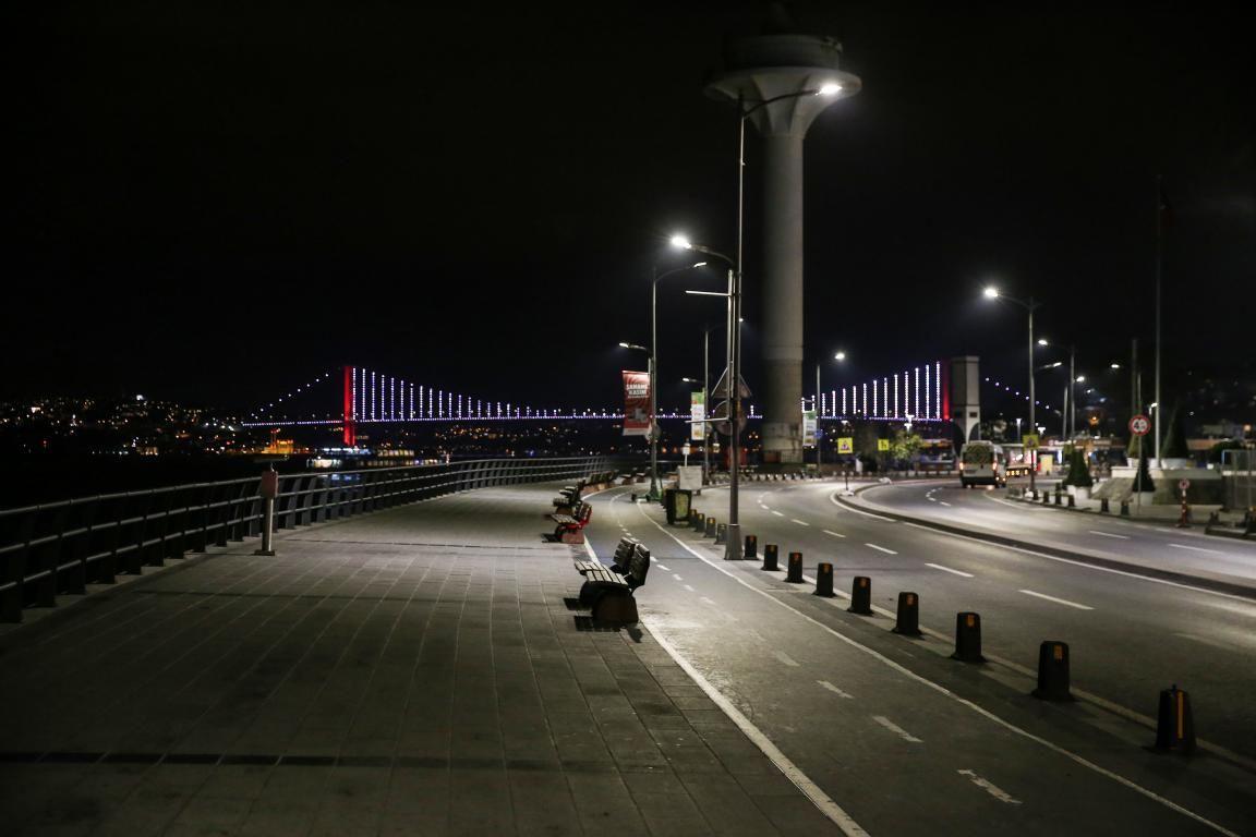 İstanbul, sokağa çıkma kısıtlamasının başlamasıyla sessizliğe büründü - Sayfa 3