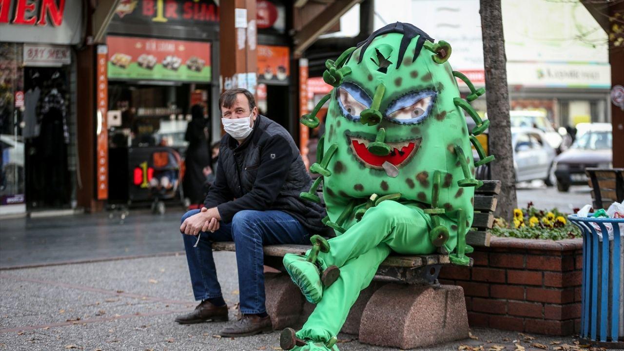 'Koronavirüs kostümü'yle gezen belediye personelinden maske, mesafe, temizlik uyarısı - Sayfa 1