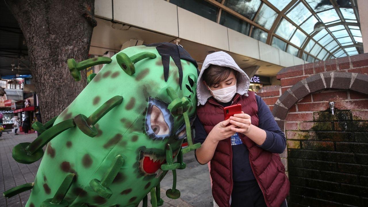 'Koronavirüs kostümü'yle gezen belediye personelinden maske, mesafe, temizlik uyarısı - Sayfa 3