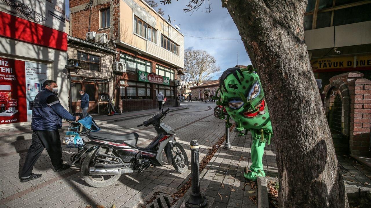 'Koronavirüs kostümü'yle gezen belediye personelinden maske, mesafe, temizlik uyarısı - Sayfa 4