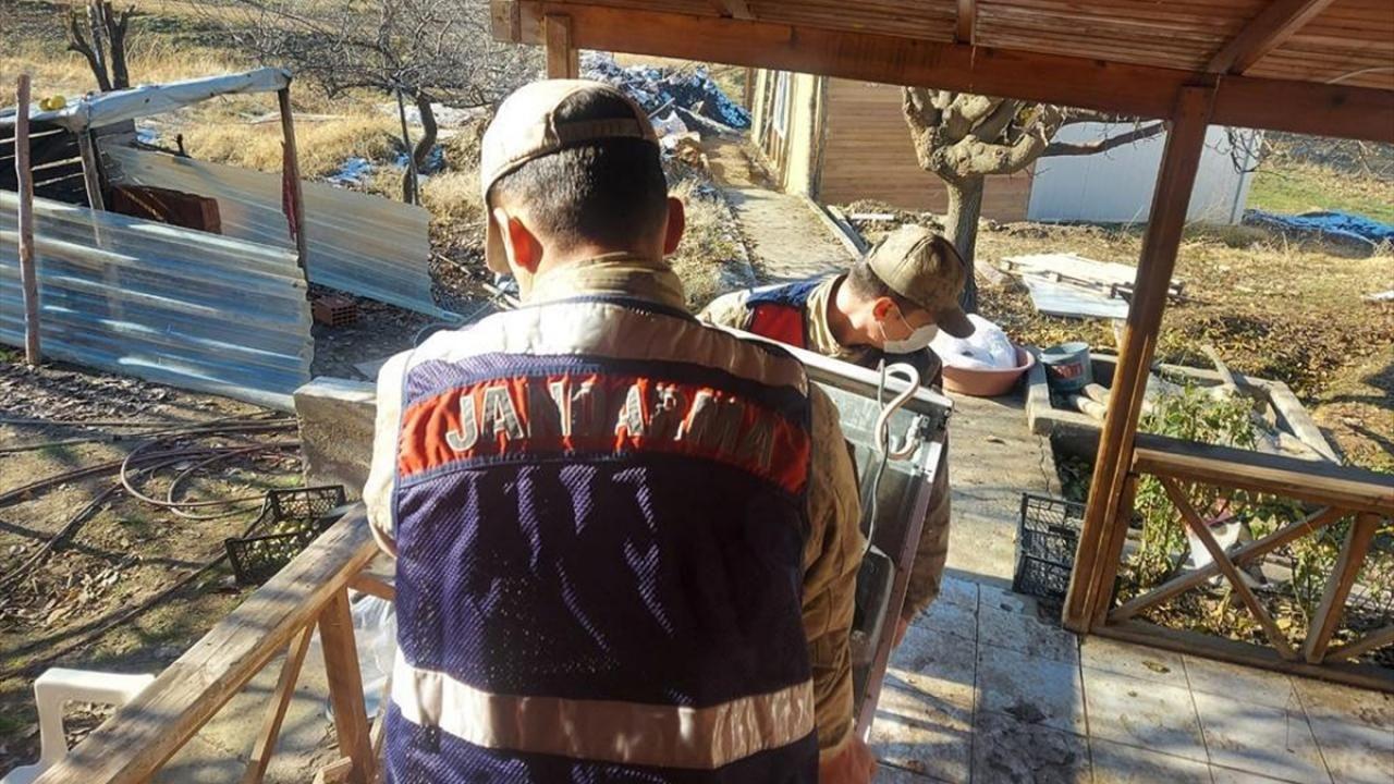 Elazığ'da jandarma ekipleri depremzedeler için seferber oldu - Sayfa 1