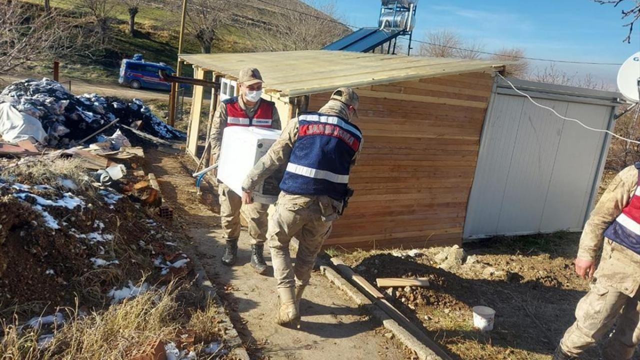 Elazığ'da jandarma ekipleri depremzedeler için seferber oldu - Sayfa 3