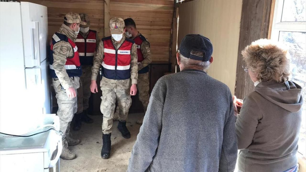 Elazığ'da jandarma ekipleri depremzedeler için seferber oldu - Sayfa 4