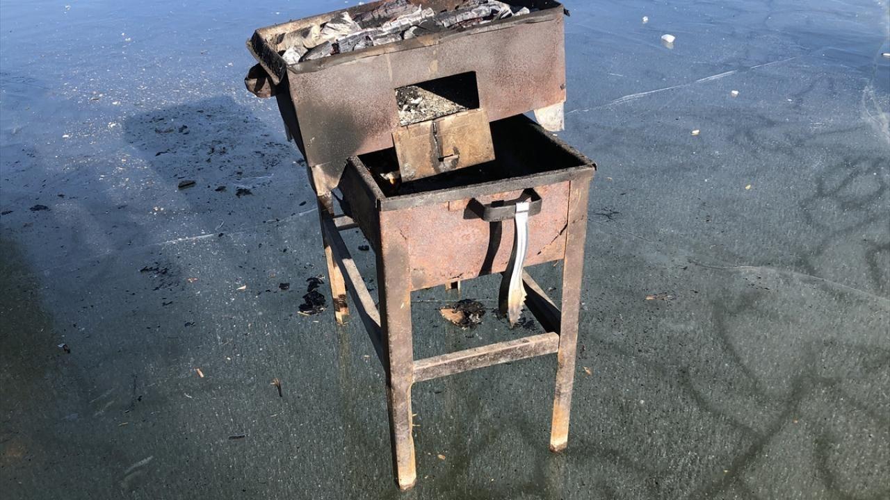 Yüzeyi buz tutan Balık Gölü'nde mangal keyfi yaptılar - Sayfa 4