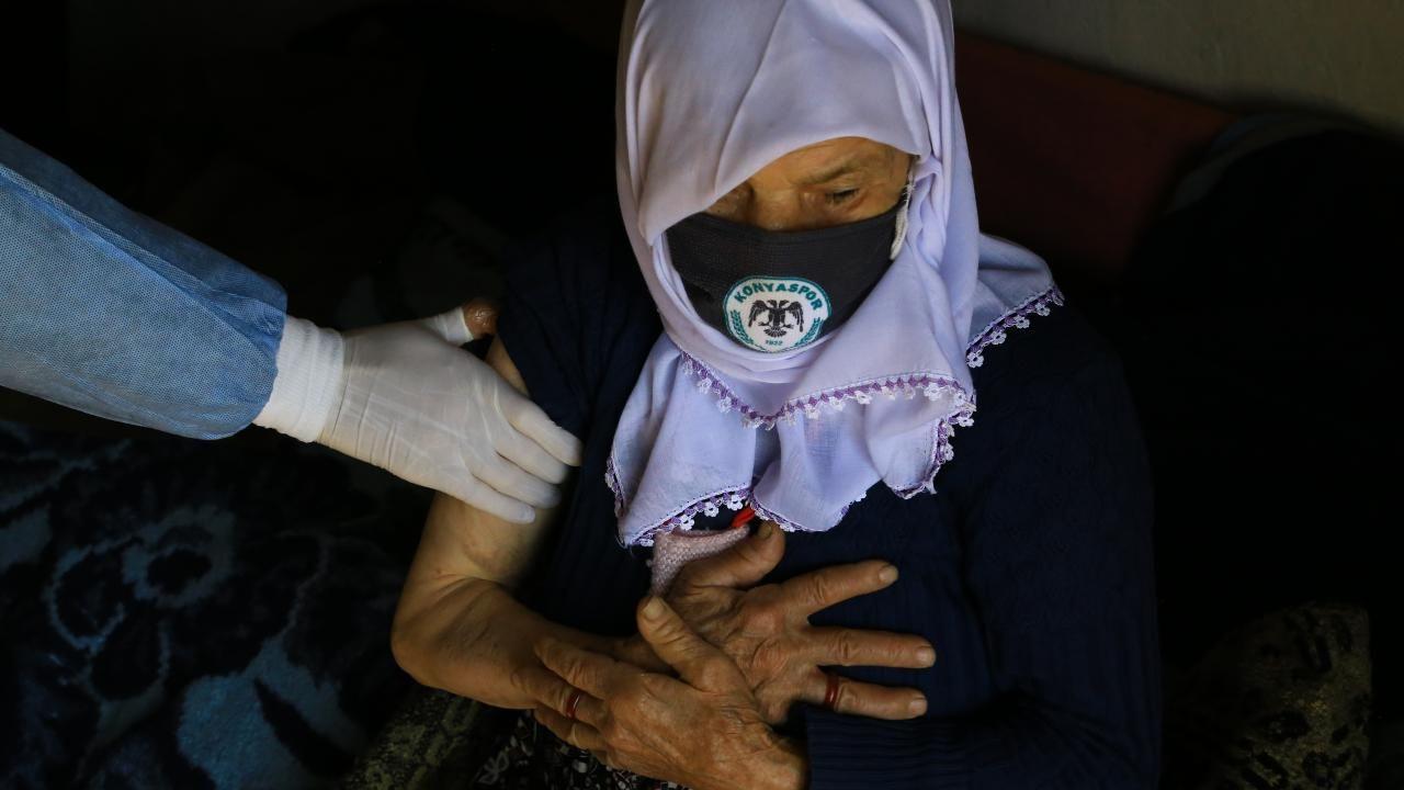 Zeynep teyze aşı ekibini görünce gözyaşlarını tutamadı - Sayfa 3