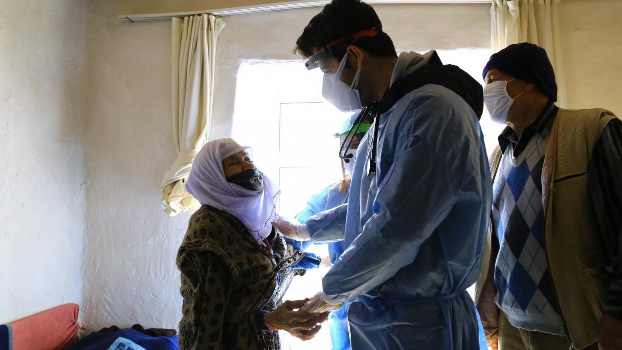 Zeynep teyze aşı ekibini görünce gözyaşlarını tutamadı - Sayfa 4
