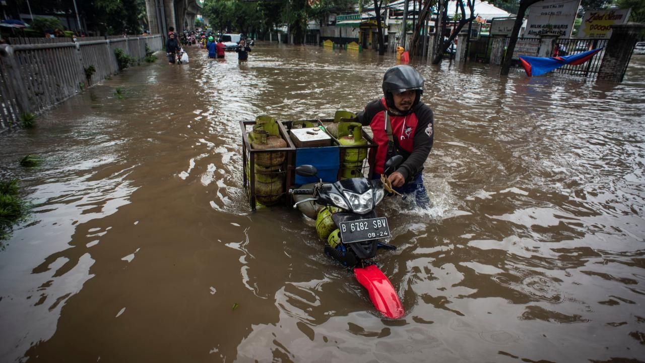 Endonezya sular altında kaldı - Sayfa 1