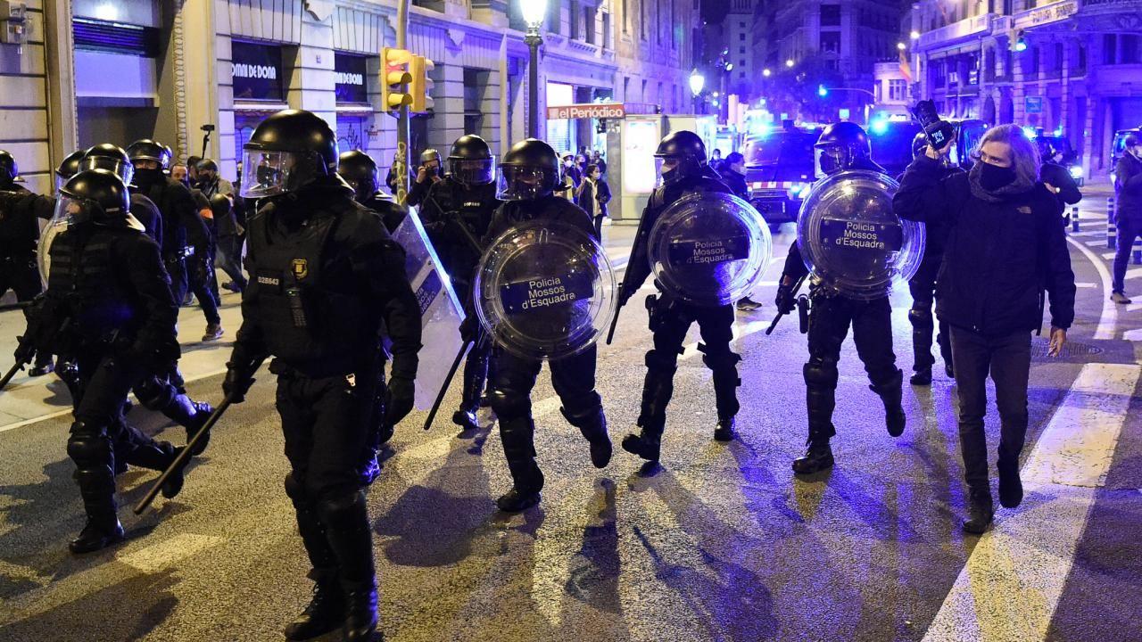 İspanya sokaklarında gerginlik dinmiyor - Sayfa 1