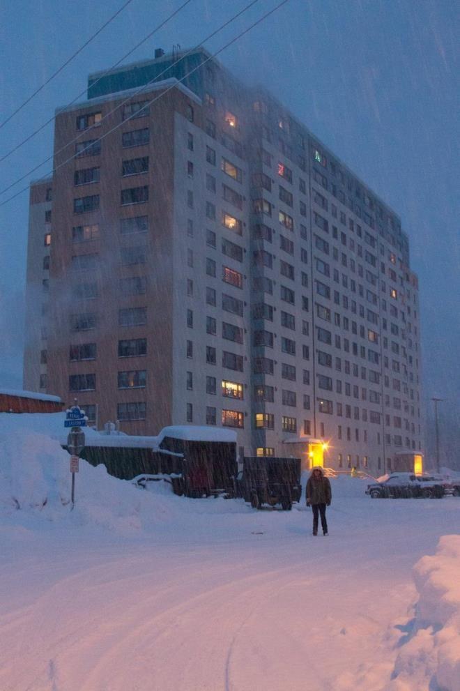 Bakkalı, okulu her şeyi bir arada! Alaska'daki bu kasabanın tamamı tek bir binada yaşıyor - Sayfa 4