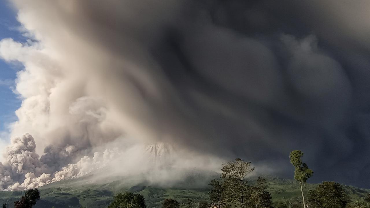 Endonezya'nın Sinabung Yanardağı faaliyete geçti - Sayfa 2