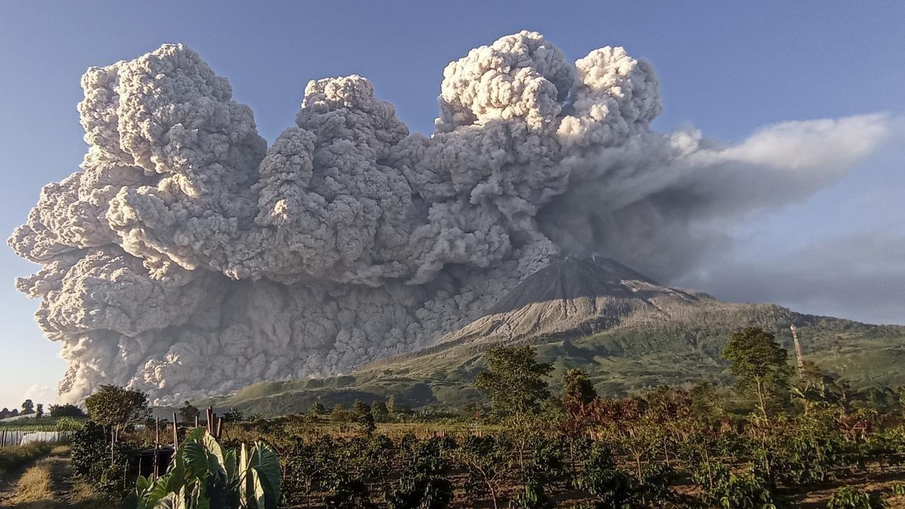 Endonezya'nın Sinabung Yanardağı faaliyete geçti - Sayfa 3