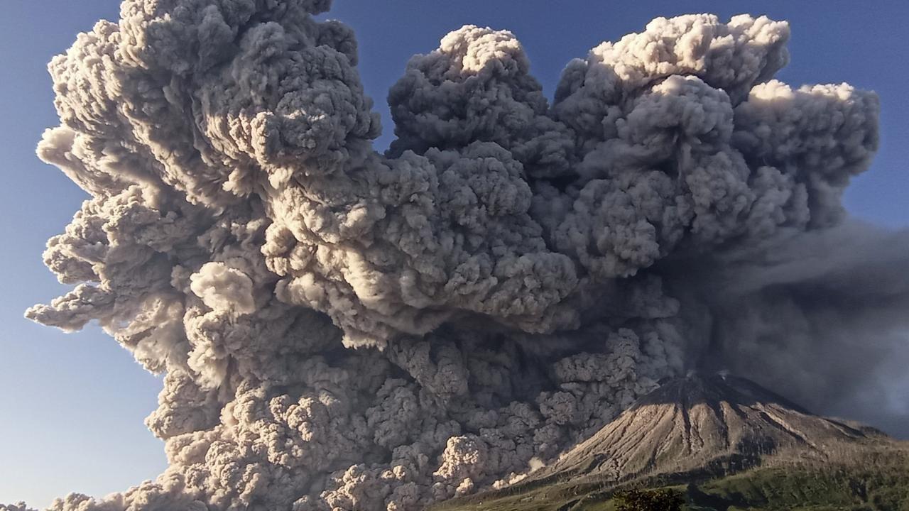 Endonezya'nın Sinabung Yanardağı faaliyete geçti - Sayfa 4