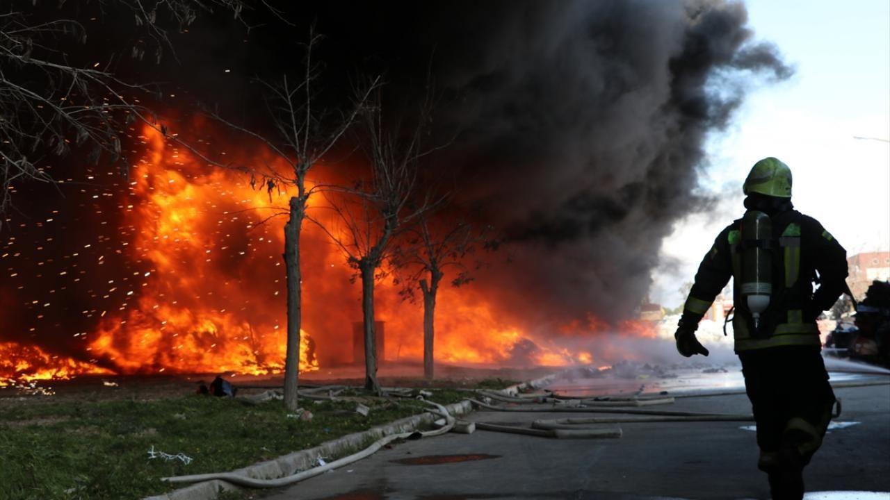 Manisa'da geri dönüşüm tesisinde çıkan yangın söndürüldü - Sayfa 2