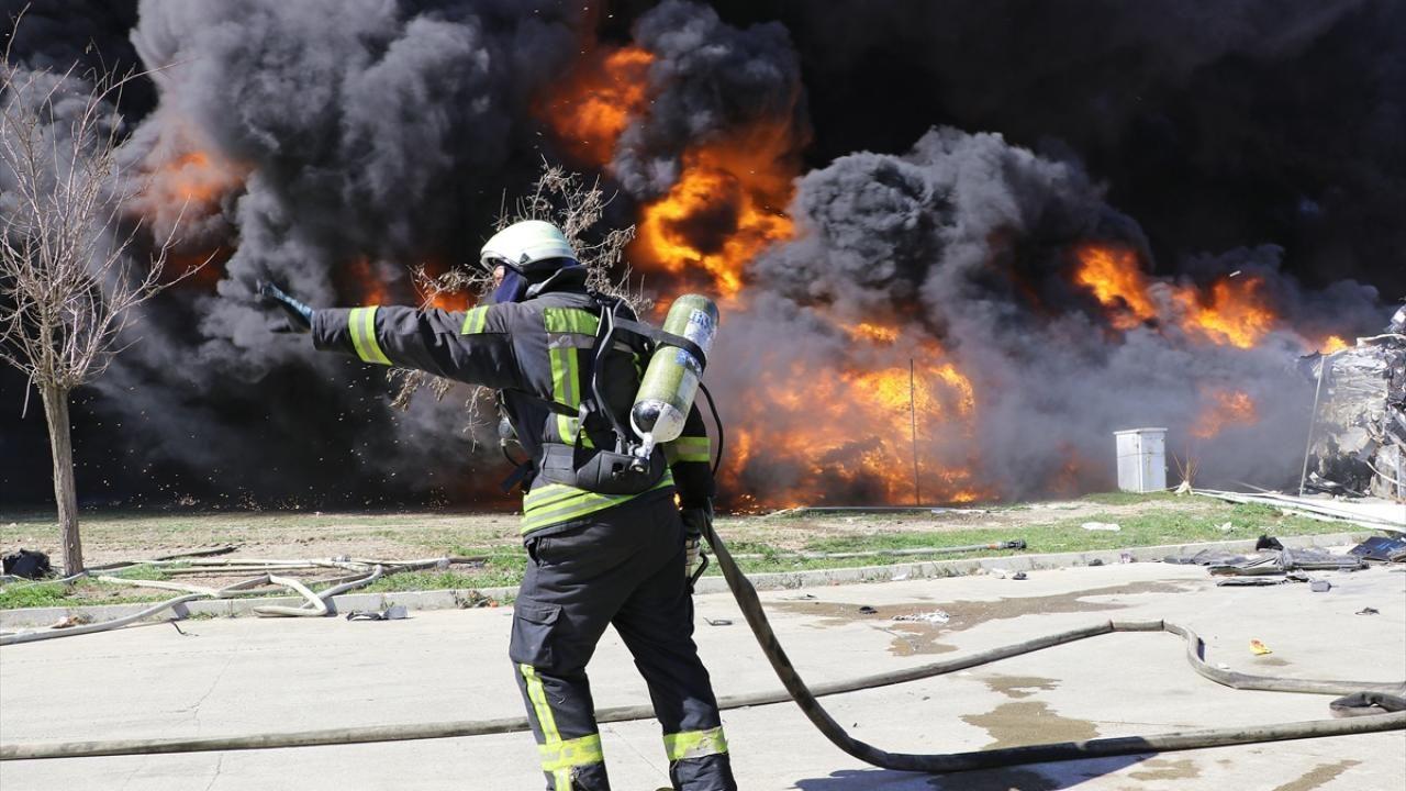 Manisa'da geri dönüşüm tesisinde çıkan yangın söndürüldü - Sayfa 4