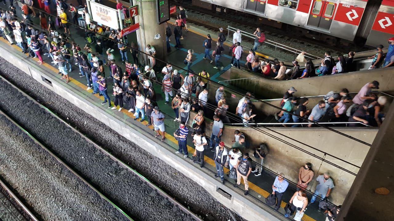 Brezilya'da metro istasyonunda yoğun kalabalık - Sayfa 2