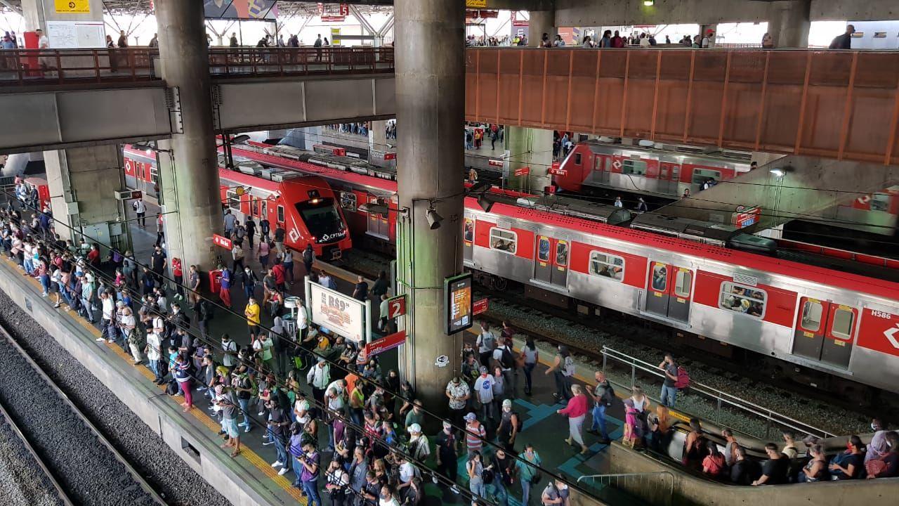 Brezilya'da metro istasyonunda yoğun kalabalık - Sayfa 4