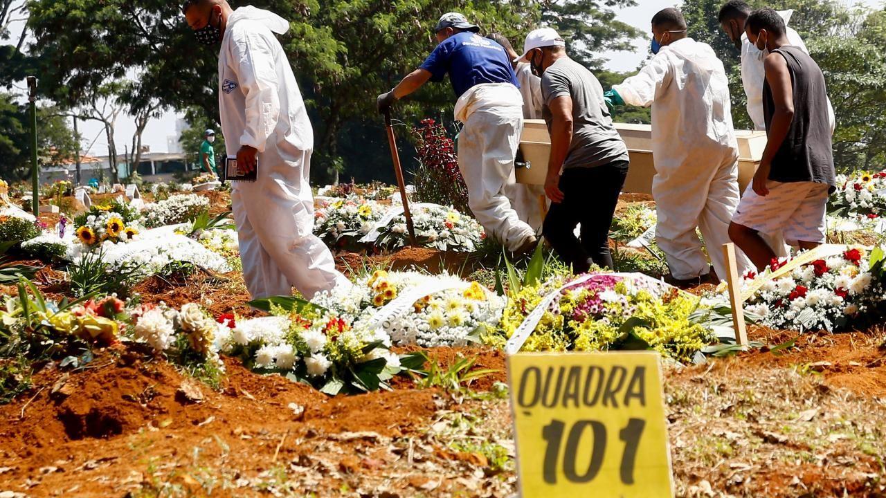 Sao Paulo'da koronavirüs sebebiyle hayatını kaybedenler defnedildi. - Sayfa 3
