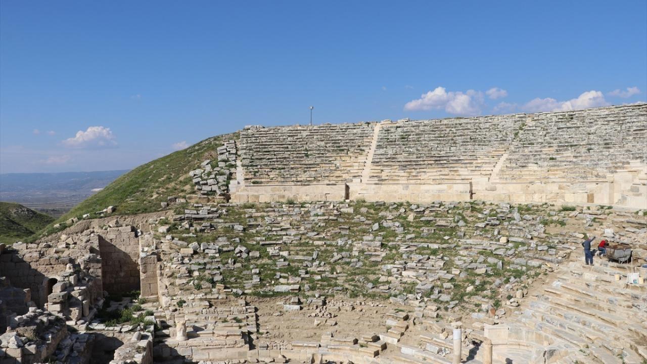 Laodikya Antik Tiyatrosu'nda 1600 yıllık hasret sona eriyor - Sayfa 1