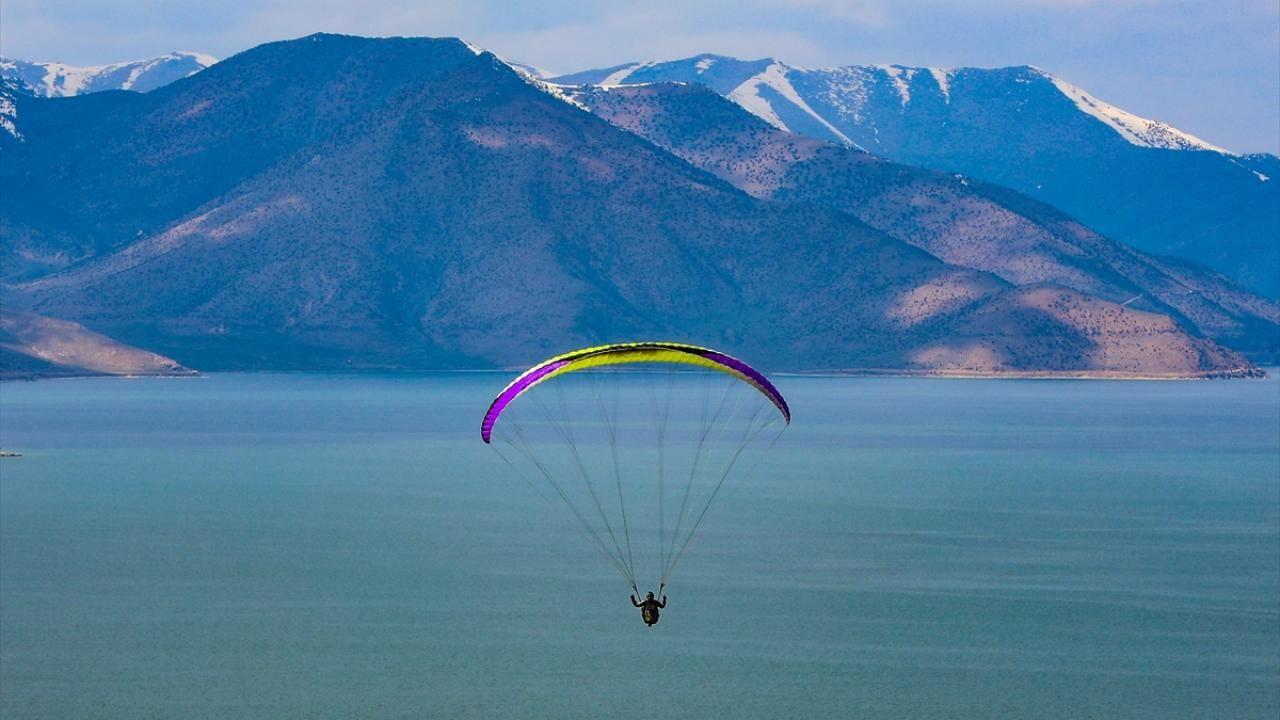 Yamaç paraşütü tutkunlarının yeni gözdesi: Van Gölü koyları - Sayfa 2