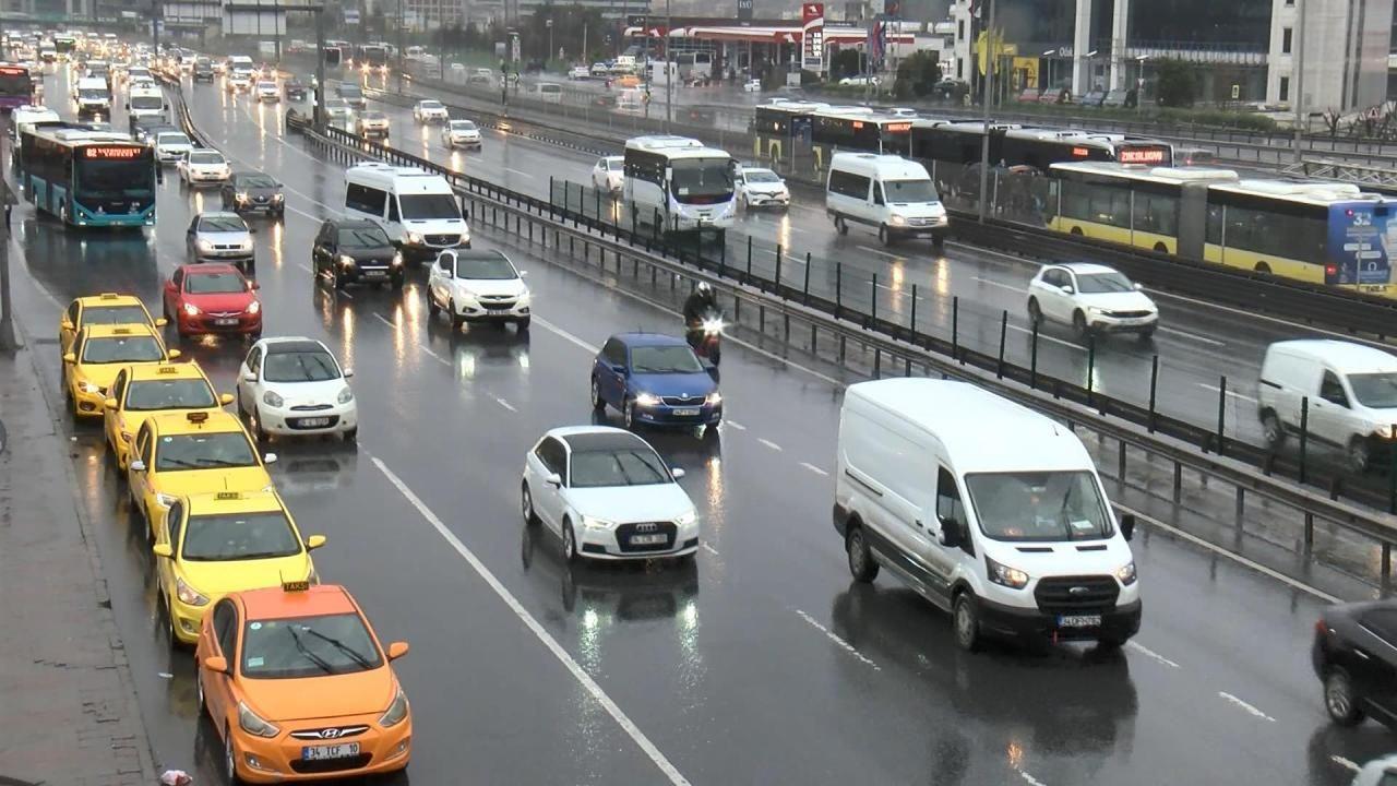 İstanbul'da yağış etkili oldu - Sayfa 1