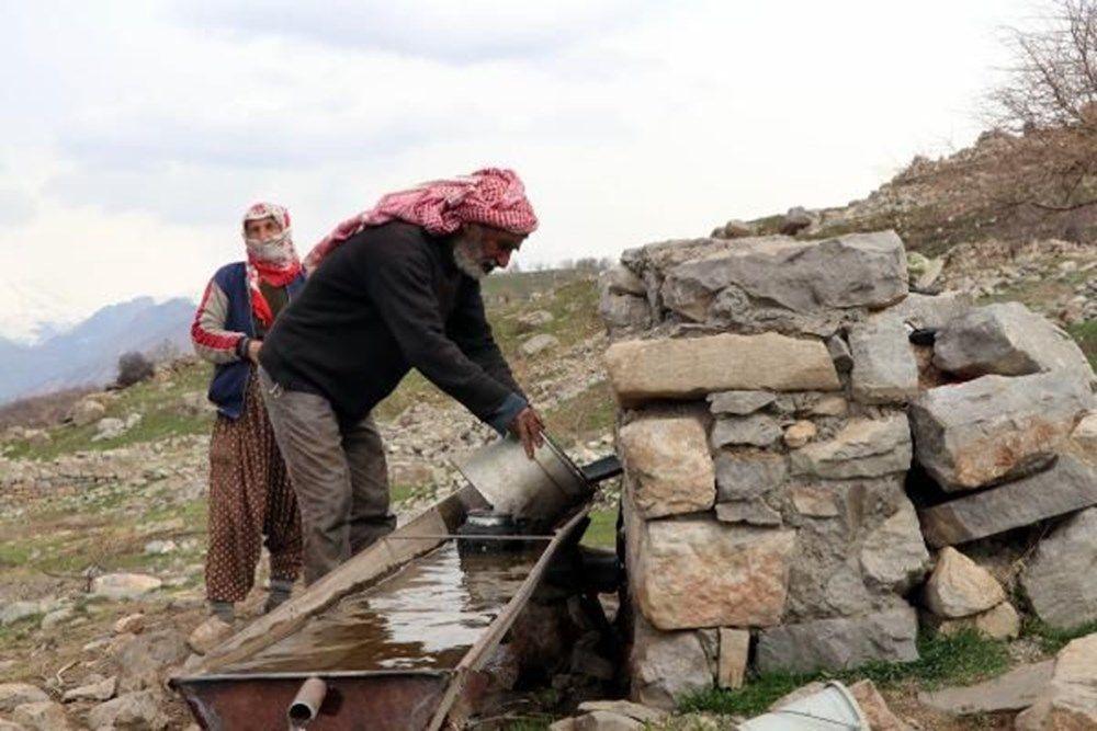 Terk edilmiş köyde tek başlarına yaşıyorlar - Sayfa 1
