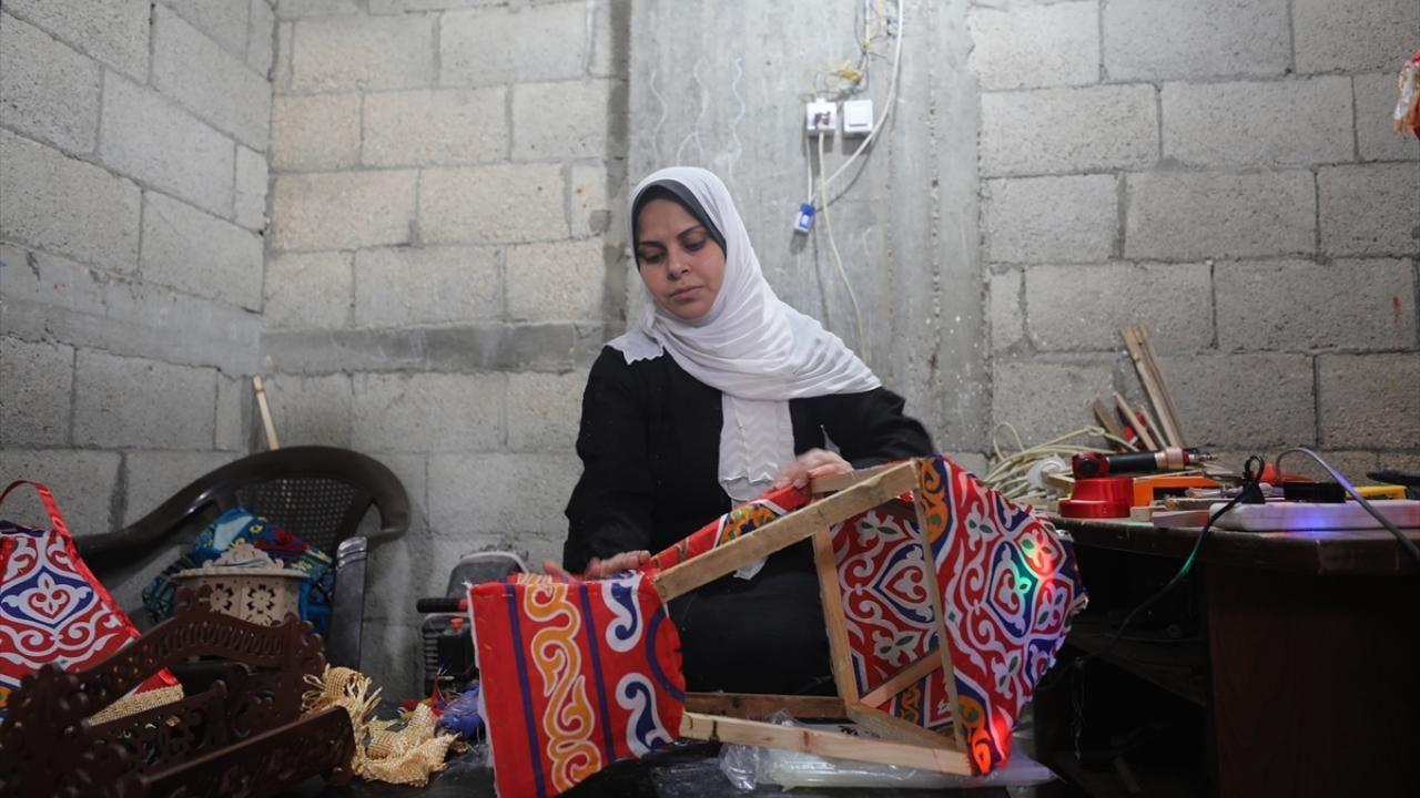 Gazze evlerini süsleyen ramazan kandillerini 5 çocuk annesi Kader yapıyor - Sayfa 2