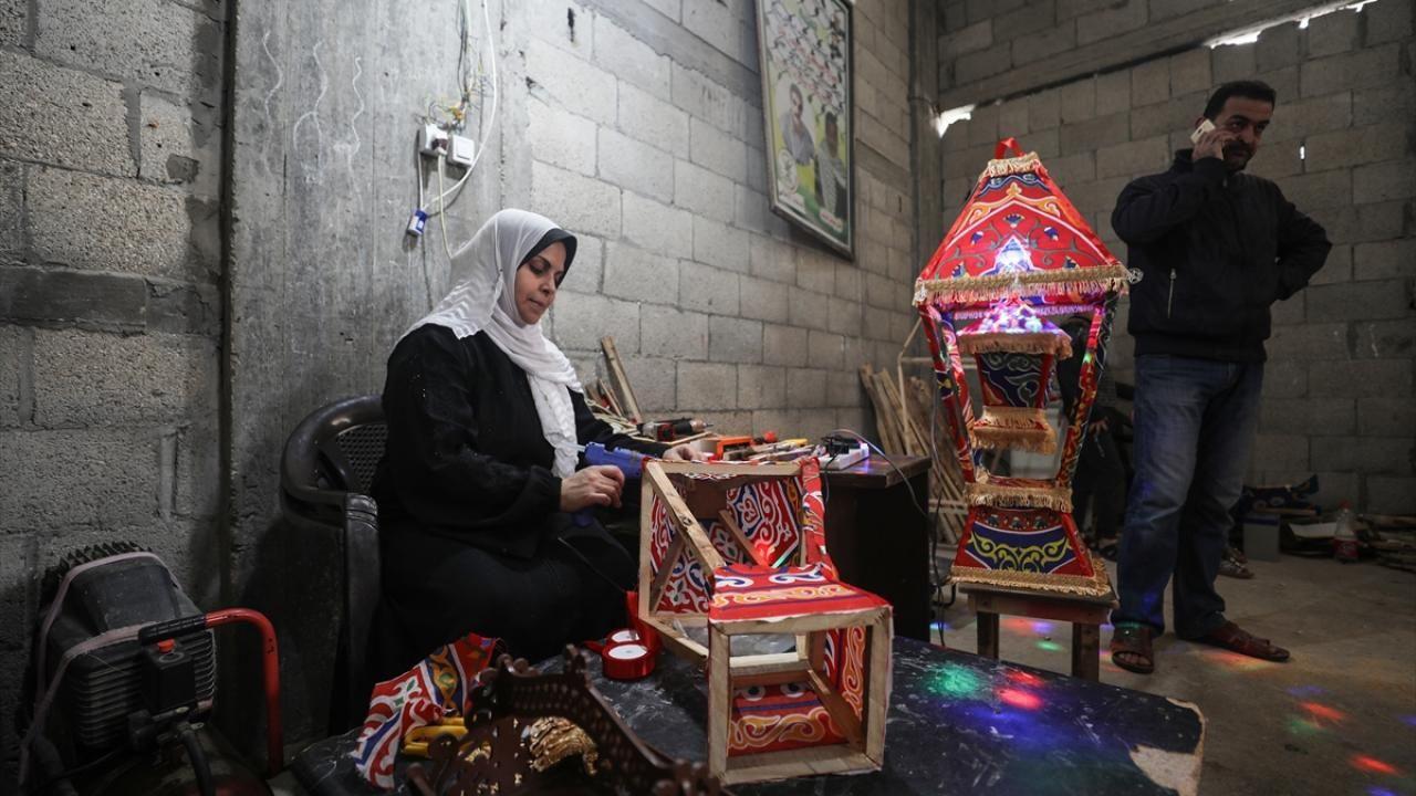 Gazze evlerini süsleyen ramazan kandillerini 5 çocuk annesi Kader yapıyor - Sayfa 4
