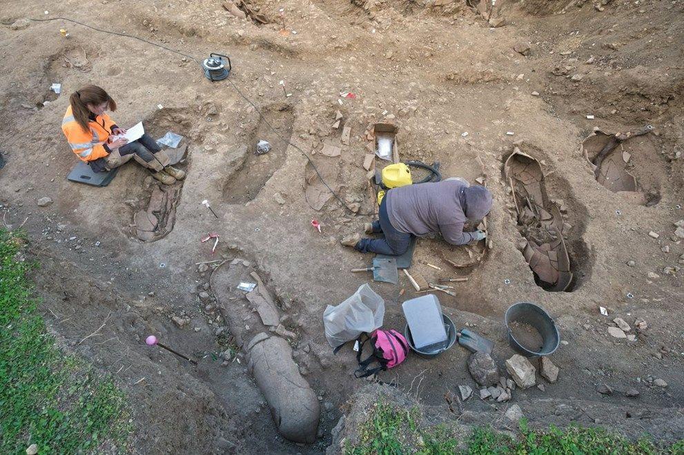 Topraktan tabut fışkırdı! Arkeologları şaşırtan içindeki insanlar değil, tabutun şekli oldu - Sayfa 4