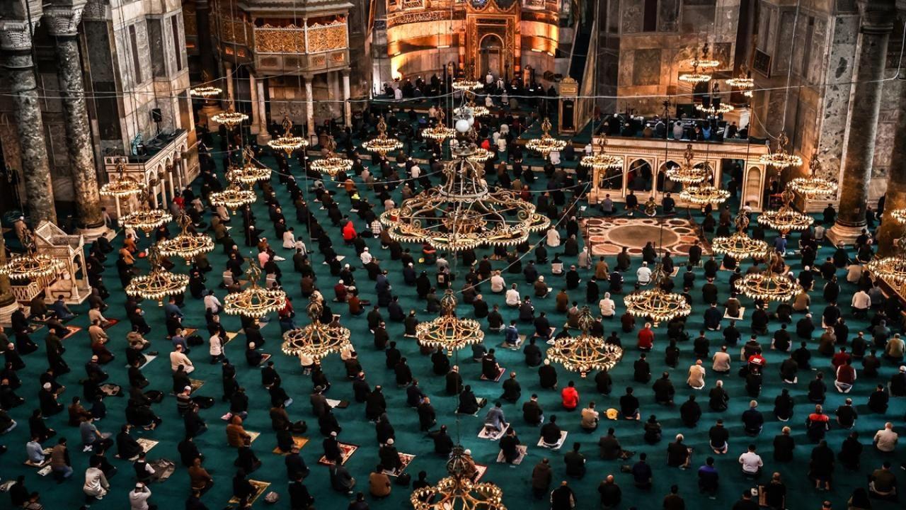 Yurt genelinde Ramazan ayının ilk cuması eda edildi - Sayfa 1