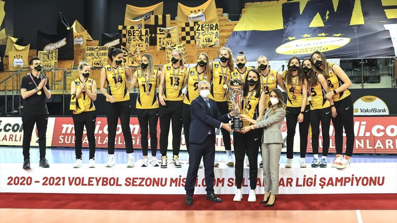 Şampiyon VakıfBank kupasını aldı - Sayfa 1