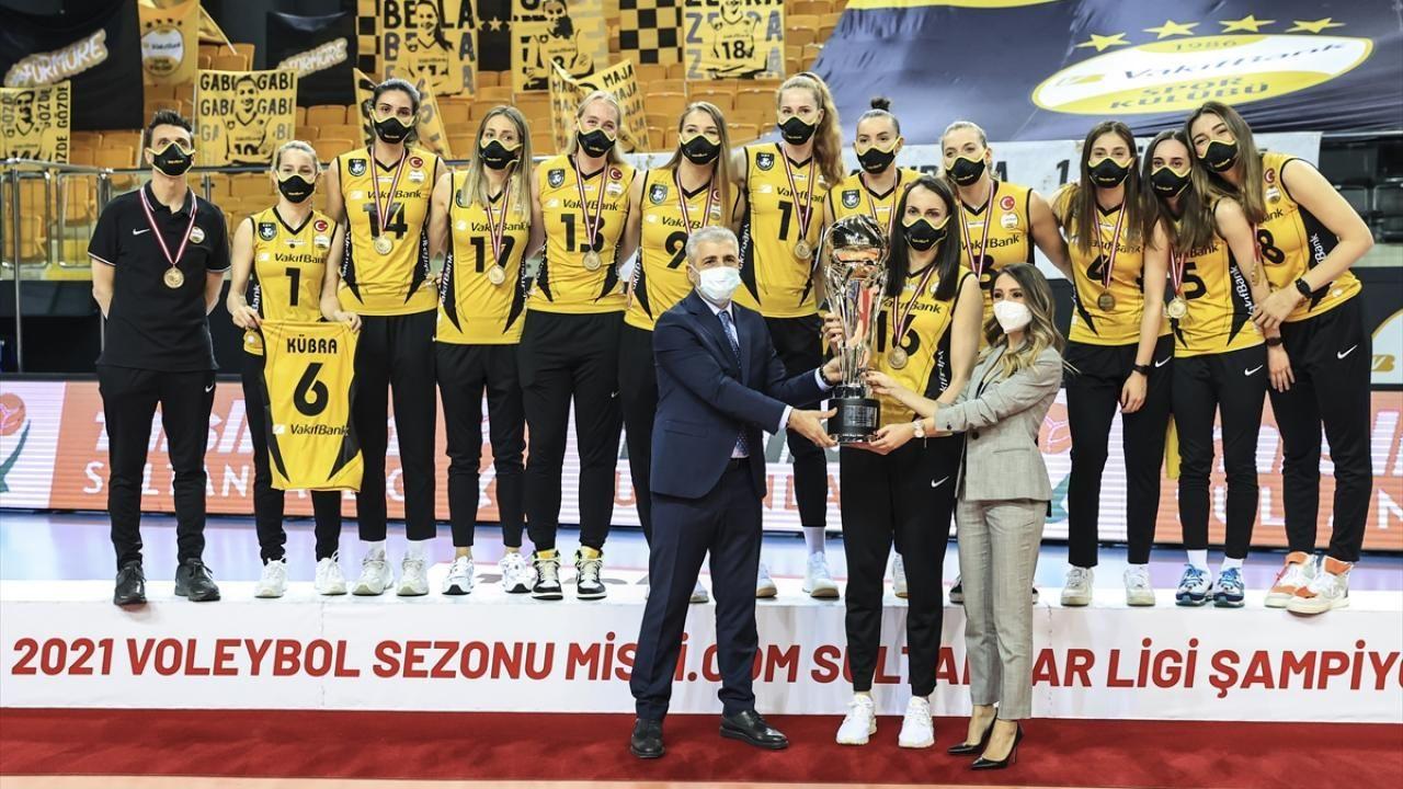 Şampiyon VakıfBank kupasını aldı - Sayfa 2