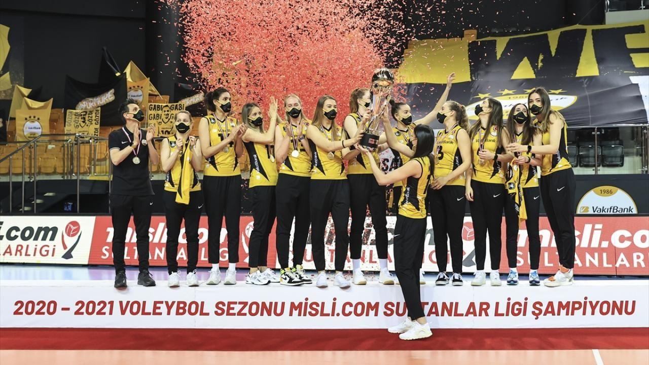 Şampiyon VakıfBank kupasını aldı - Sayfa 3