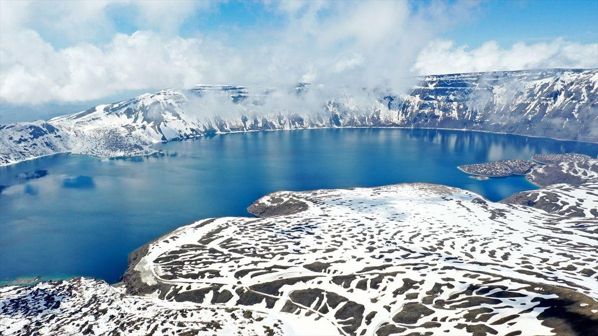 Nemrut Krater Gölü, karlı görüntüsüyle de görenleri hayran bırakıyor - Sayfa 1