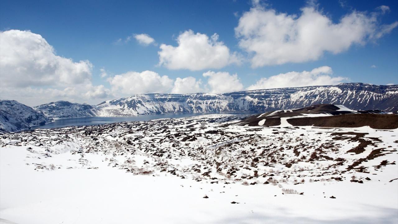 Nemrut Krater Gölü, karlı görüntüsüyle de görenleri hayran bırakıyor - Sayfa 3
