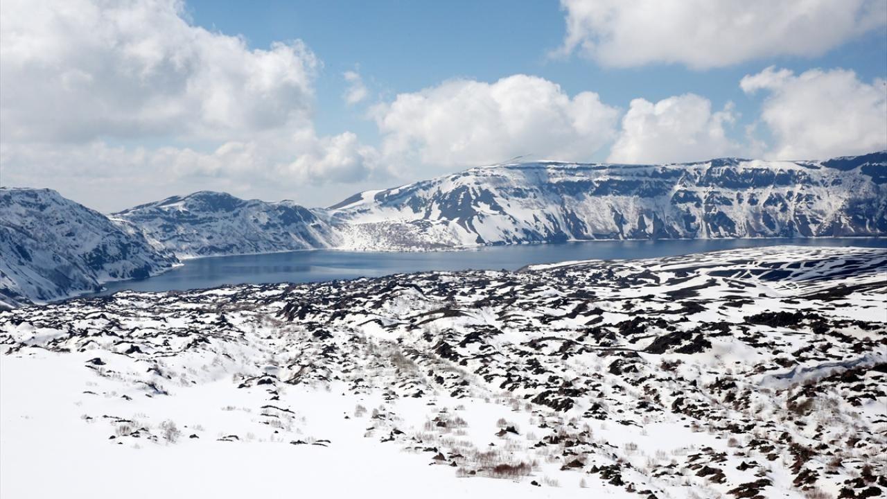 Nemrut Krater Gölü, karlı görüntüsüyle de görenleri hayran bırakıyor - Sayfa 4