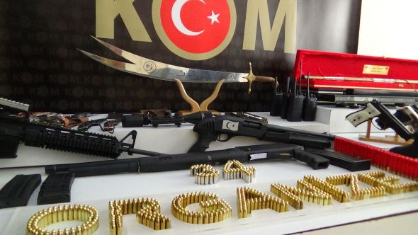 Sedat Peker grubuna yapılan operasyonda ele geçirilen silahlar sergilendi - Sayfa 3