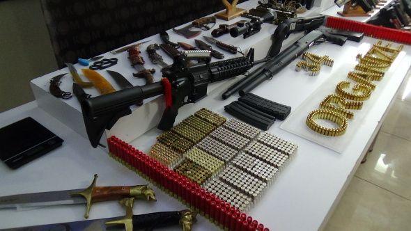Sedat Peker grubuna yapılan operasyonda ele geçirilen silahlar sergilendi - Sayfa 1
