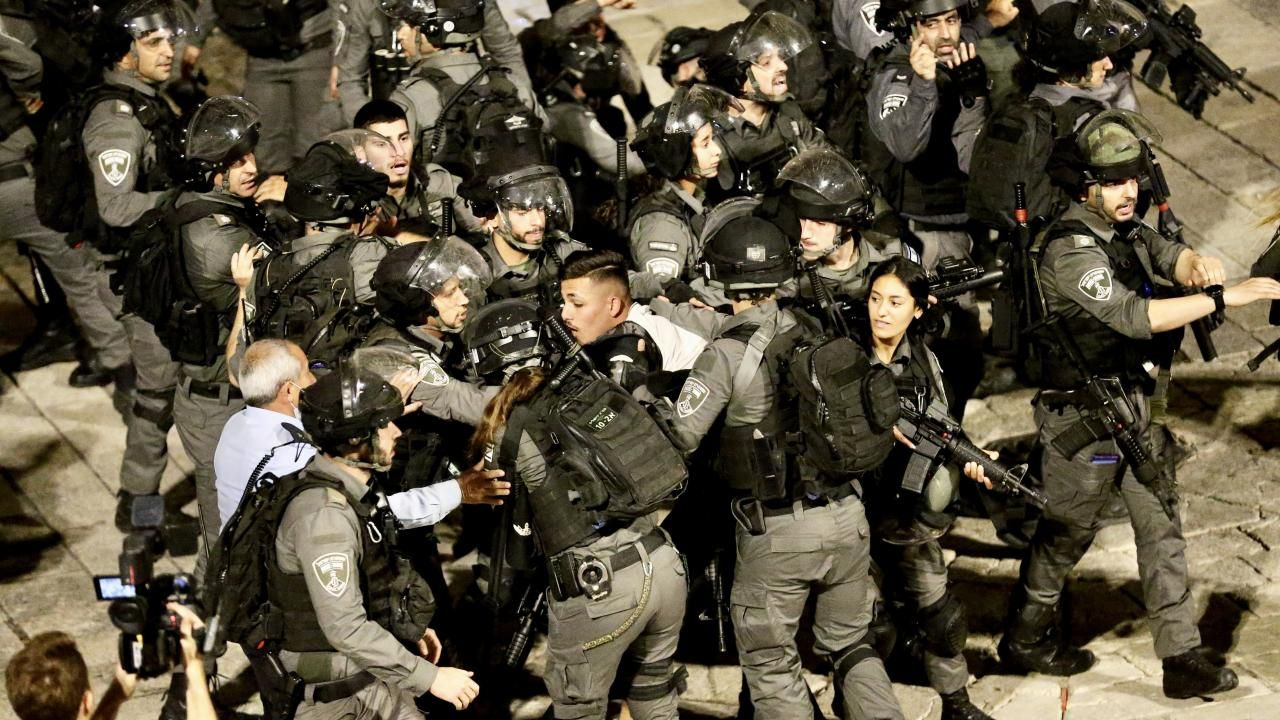 İsrail polisi Filistinlilere olan müdahalesini sürdürüyor - Sayfa 4
