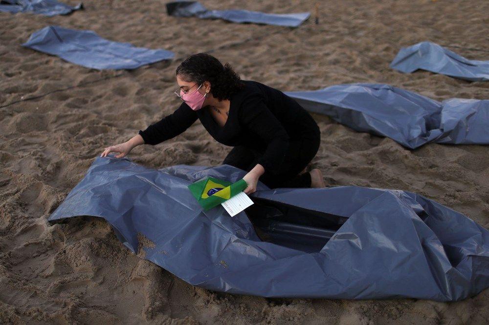 Brezilya'nın Copacabana plajında ceset torbaları - Sayfa 1