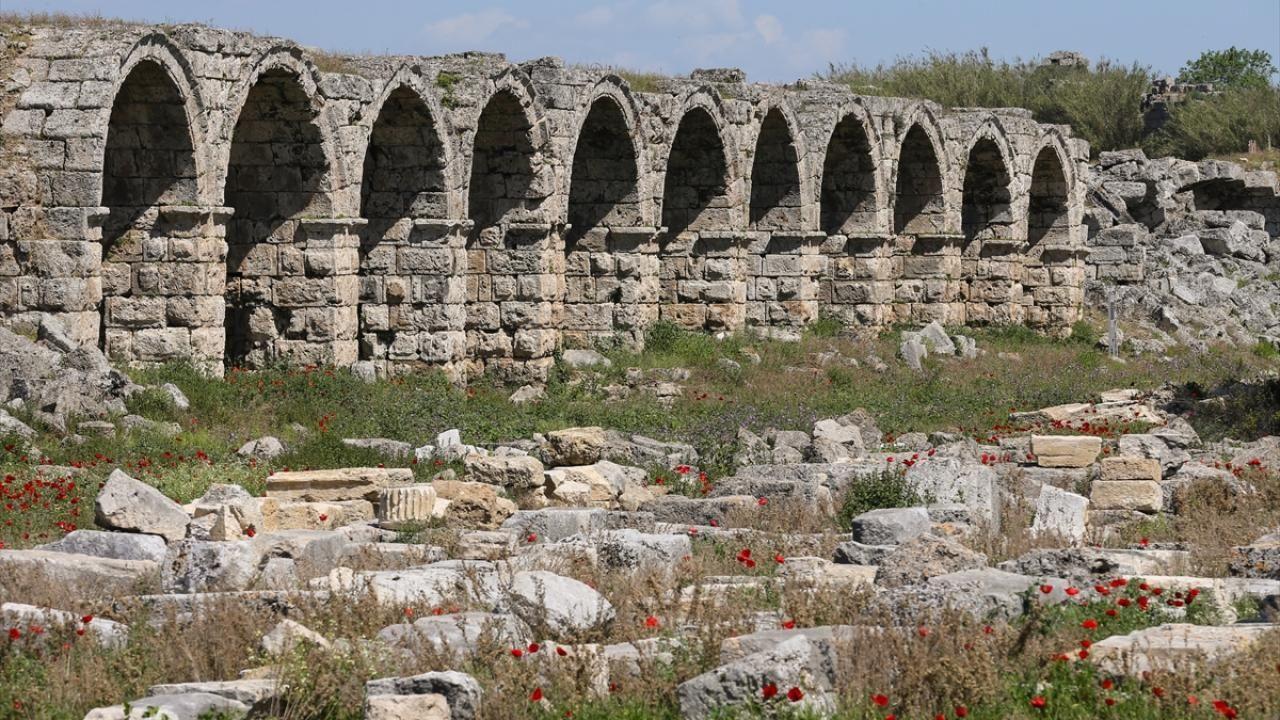 Antalya'daki Perge Antik Kenti eski ihtişamına kavuşuyor - Sayfa 1