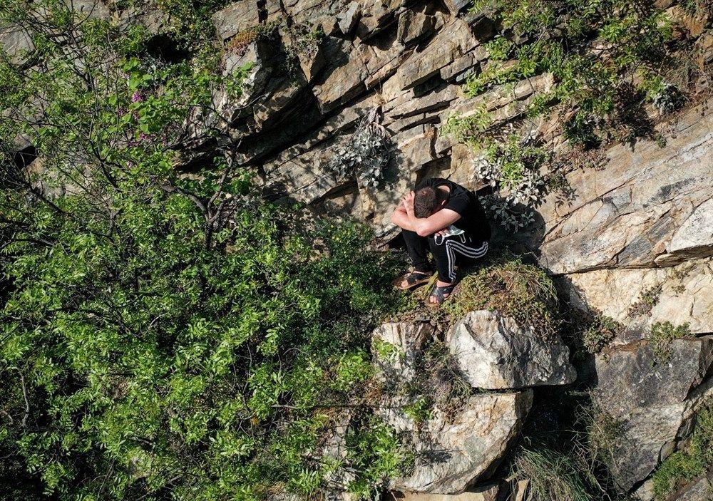 Polisten kaçmak için tırmandığı kayalıkta mahsur kaldı - Sayfa 2