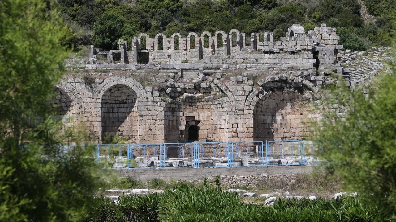 Antalya'daki Perge Antik Kenti eski ihtişamına kavuşuyor - Sayfa 2