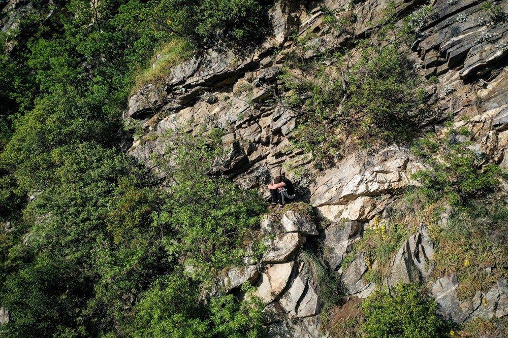 Polisten kaçmak için tırmandığı kayalıkta mahsur kaldı - Sayfa 3