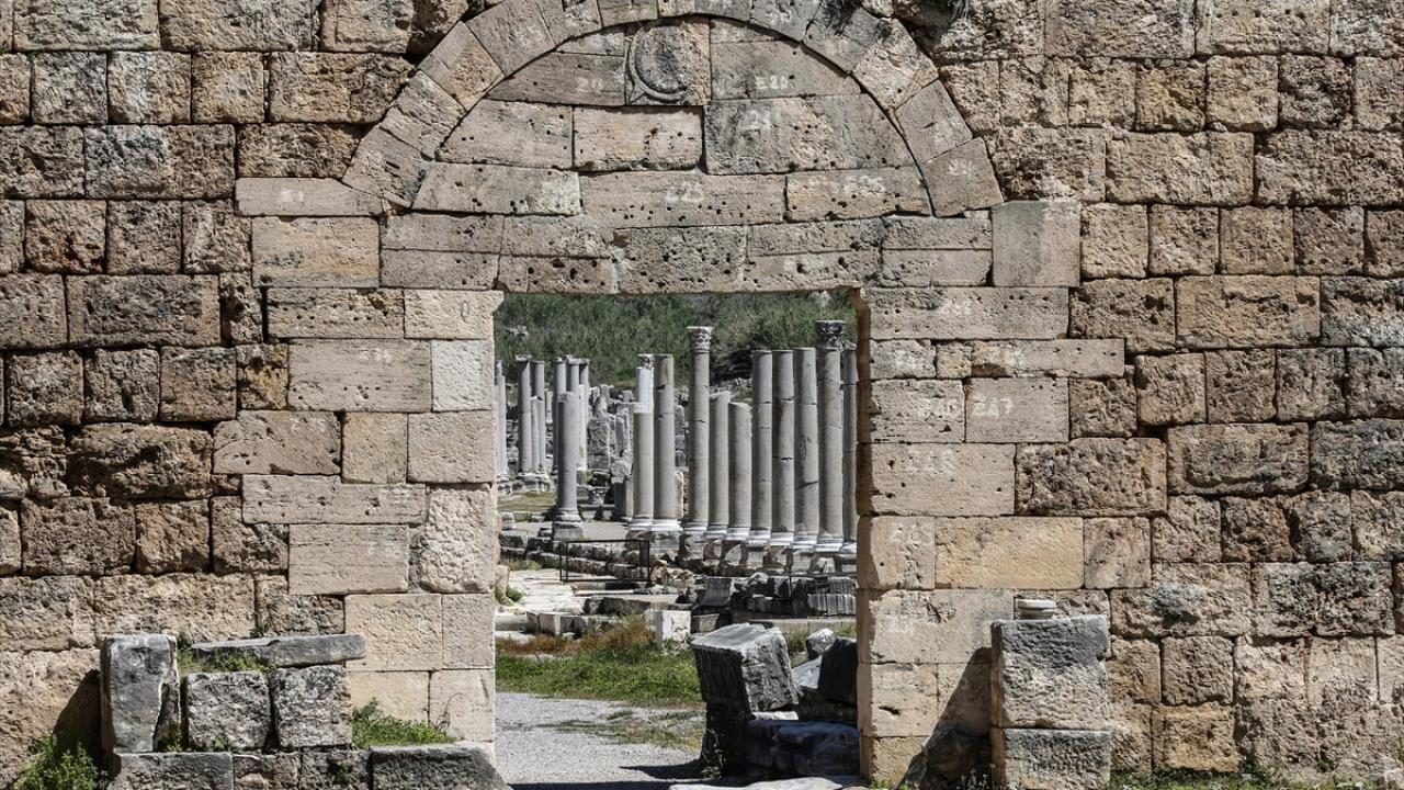 Antalya'daki Perge Antik Kenti eski ihtişamına kavuşuyor - Sayfa 4