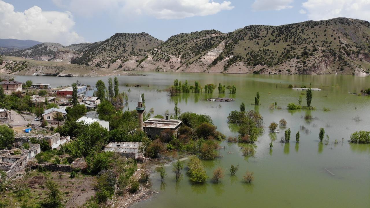 Karakurt Barajı gölünde boşaltılan evler sular altında kaldı - Sayfa 1