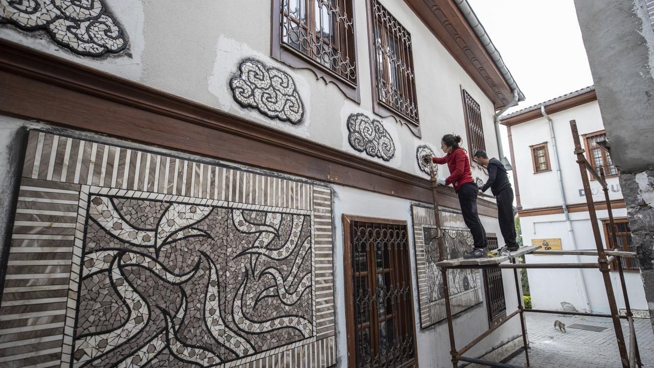 Sanatçı Menekşe Bilgiç'in eserleri, Fener Sokak duvarlarını süsleyecek - Sayfa 1