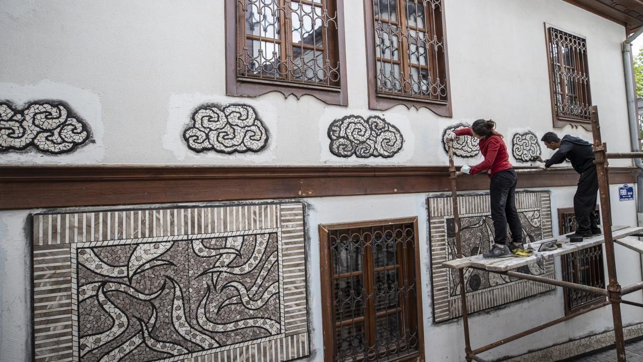Sanatçı Menekşe Bilgiç'in eserleri, Fener Sokak duvarlarını süsleyecek - Sayfa 2