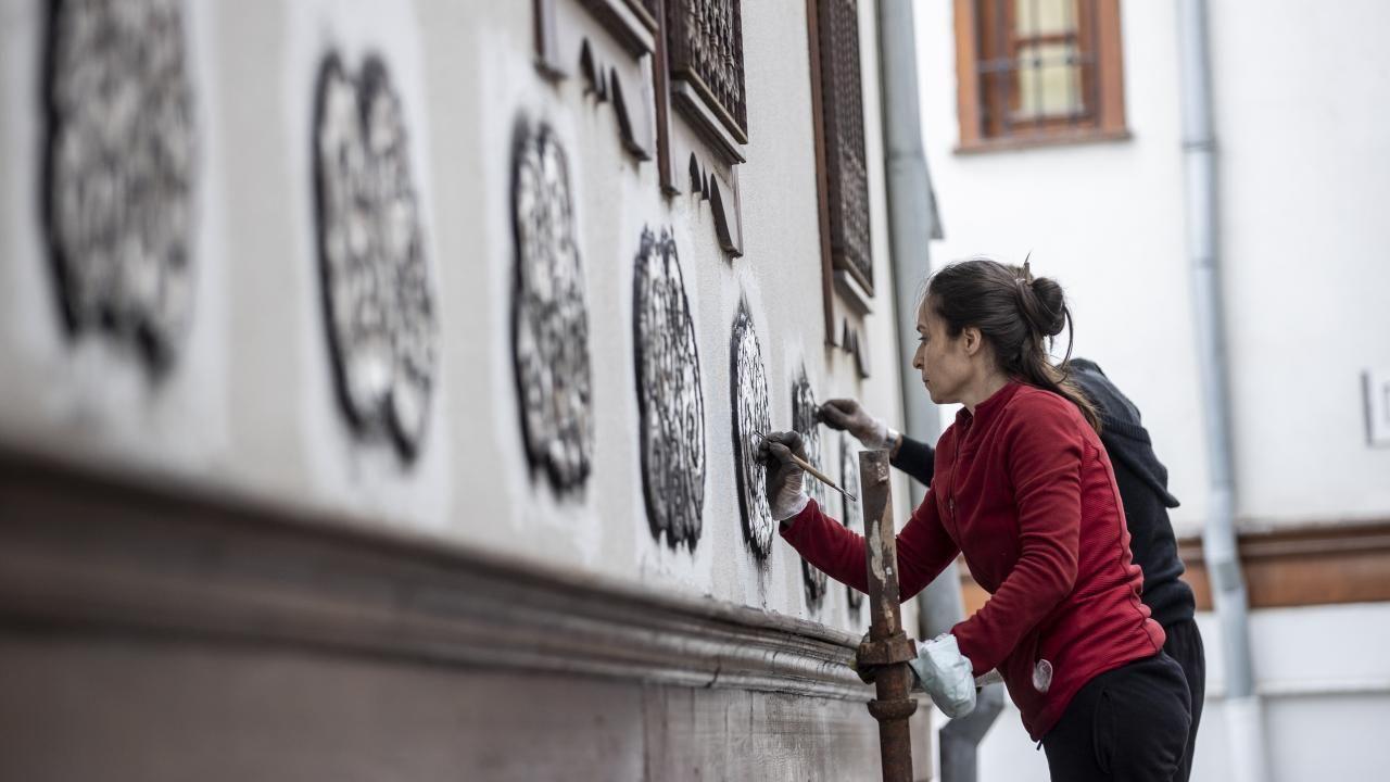 Sanatçı Menekşe Bilgiç'in eserleri, Fener Sokak duvarlarını süsleyecek - Sayfa 3
