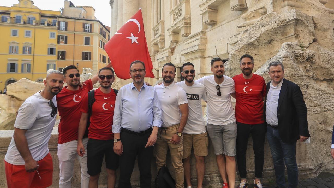 Türkiye - İtalya maçı öncesi taraftarlar tribünlerde yerini aldı - Sayfa 1